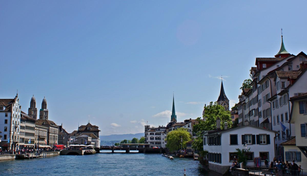 Beitrag Zürich mit Blick von der Immatbrücke zu den Altstadtkirchen