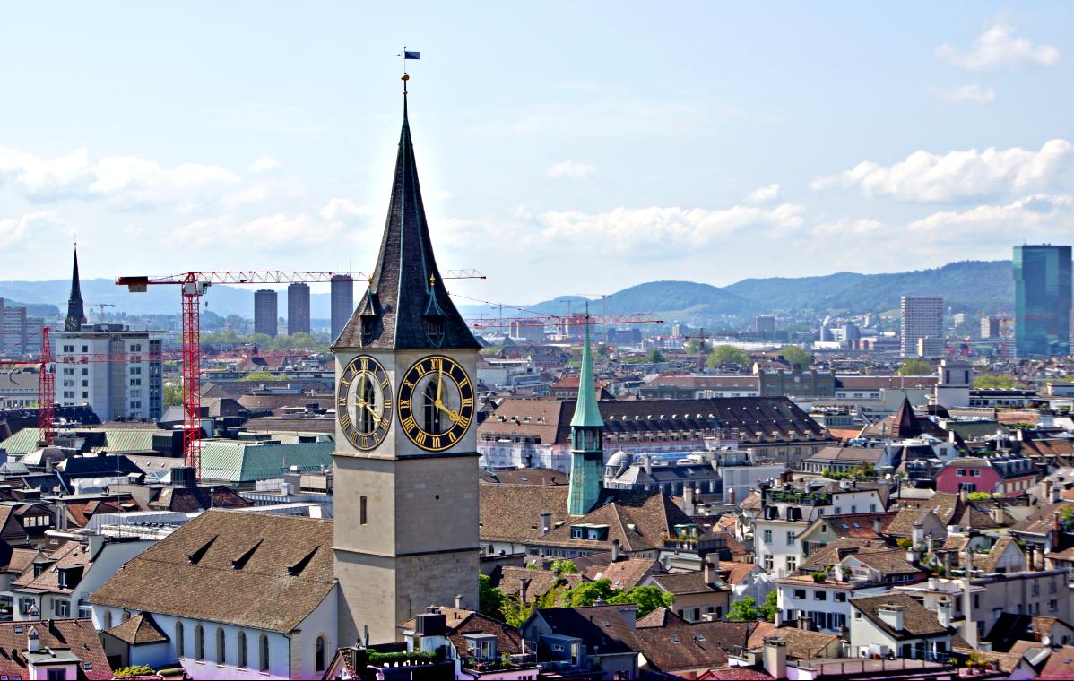 Blick vom Grossmünster auf Peterskirche