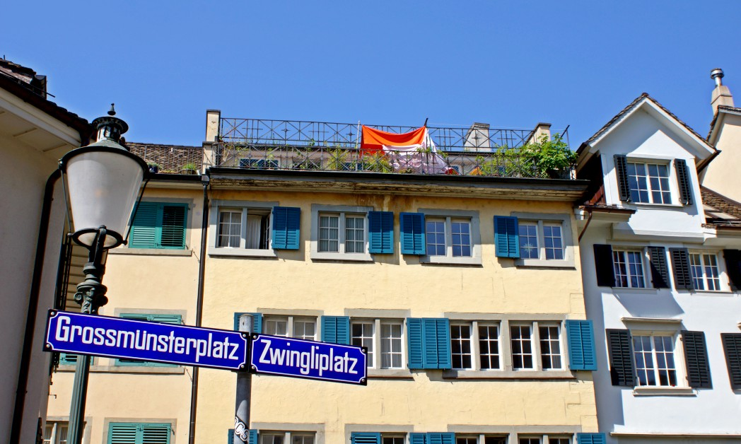Grossmünsterplatz am Eingang Zürich Beitrag