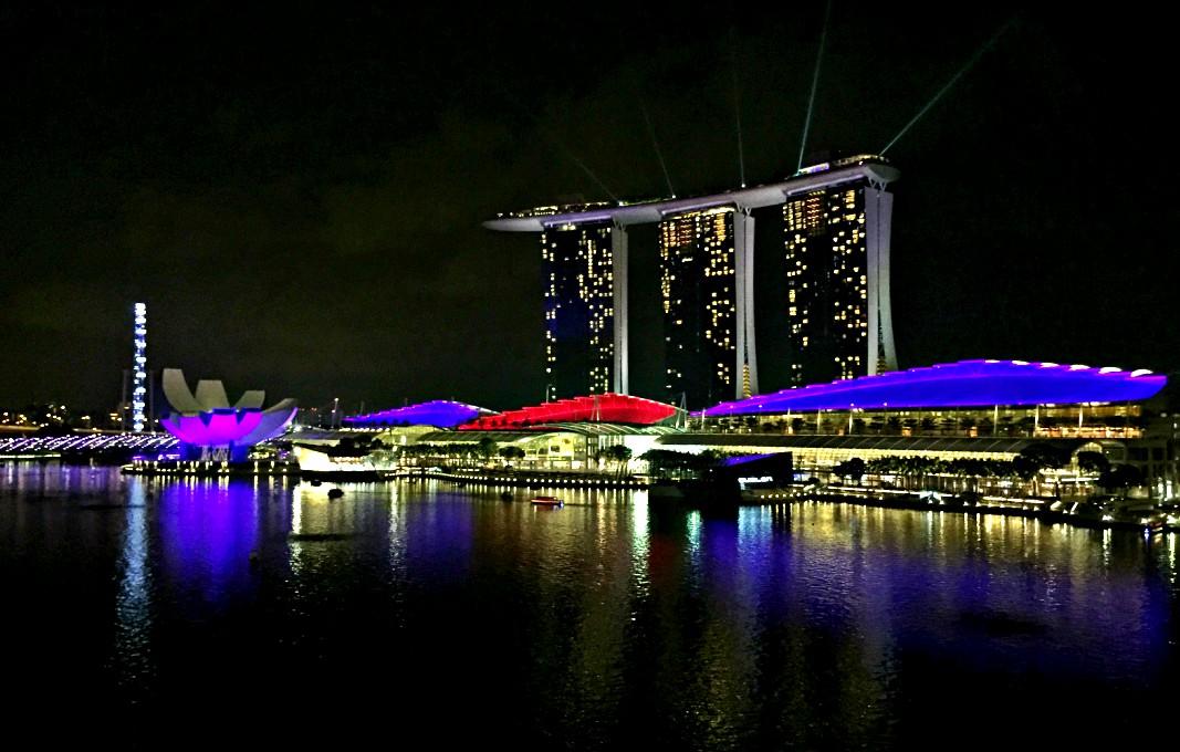 Blick auf die Marina Bay von Lantern Bar