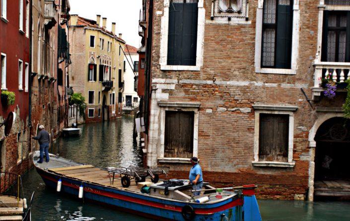 Einparkmanöver auf Venedigs Strassen