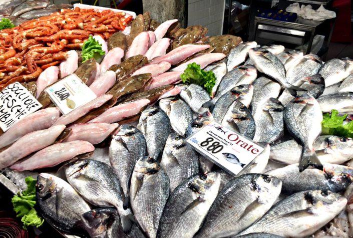 Reichlich Fisch auf dem Fischmarkt