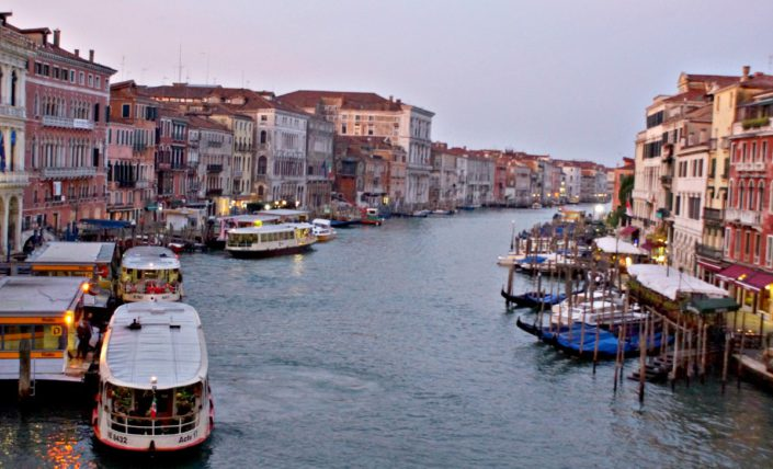 Lieferstrasse in Venedig