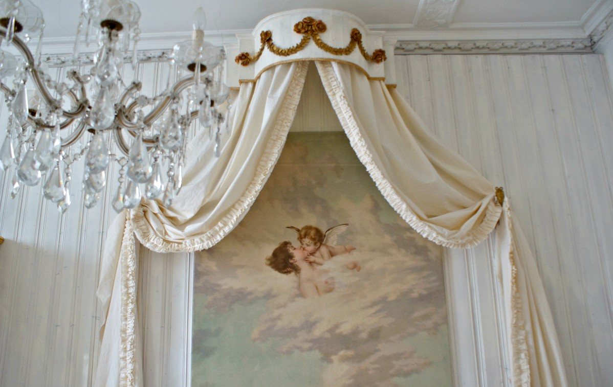 Himmelbett im anderen Zimmer